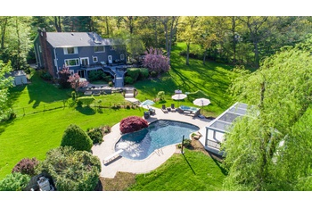Renovated 5 Bedroom, 5.5 Bath Masterpiece in Muttontown